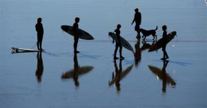 surfers_gather_at_water_s_edge_on_st_clair_beach_d_9603371114
